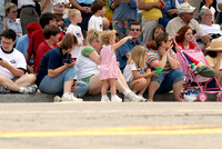 102600 Crowd Watching Parade As Little Girl Points