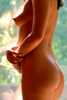 101581 - Woman Nude in Early Pregnancy